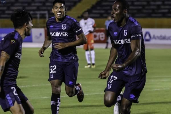 Colo Colo venció a Universidad Católica por Copa Sudamericana