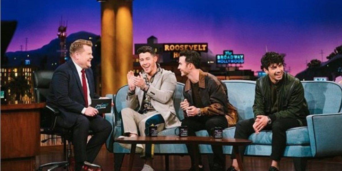 Los Jonas Brothers revelan que fueron a terapia antes de reunirse de nuevo