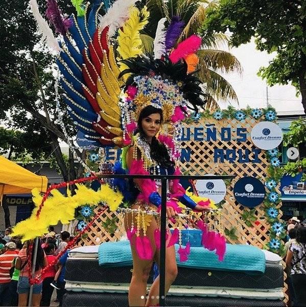 la sensual laura Bariatti se hace presente en el Carnaval de Suchi