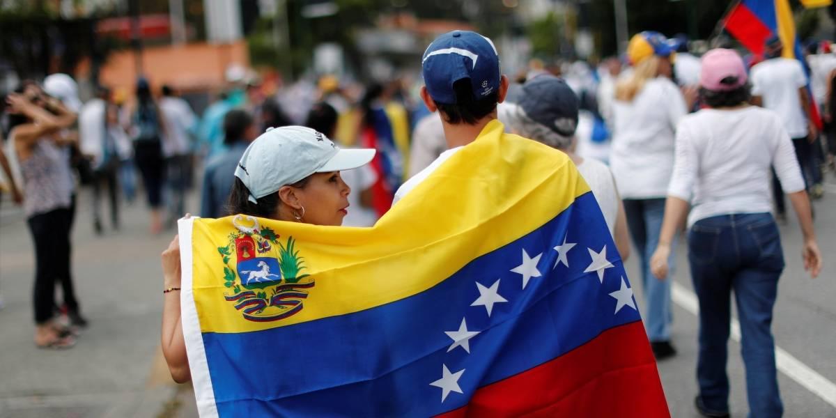 Polícia invade residência e prende mais um jornalista americano na Venezuela