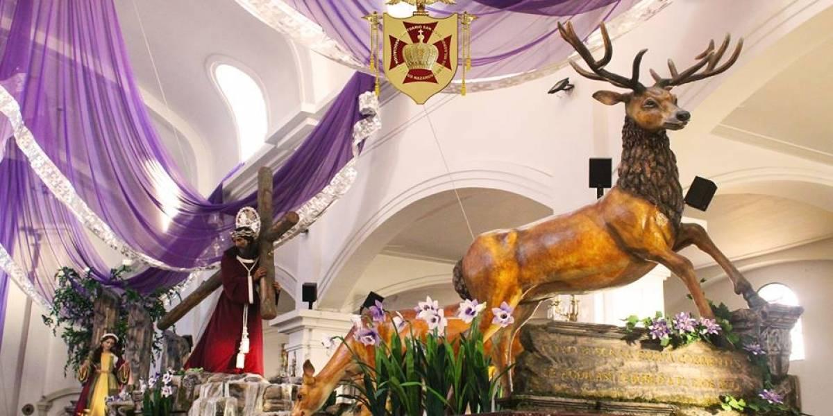 Devotos cargadores a la espera del primer jueves de Cuaresma junto a Jesús de los Milagros