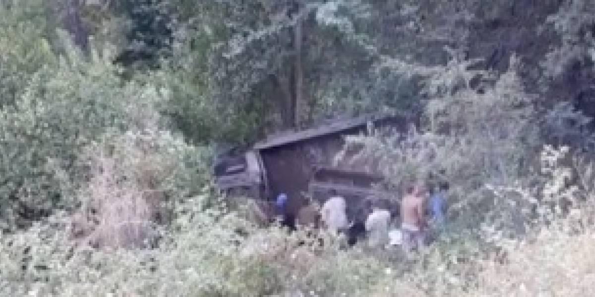 Volcamiento de un camión militar en el Alto Biobío deja saldo de un uniformado fallecido y nueve heridos