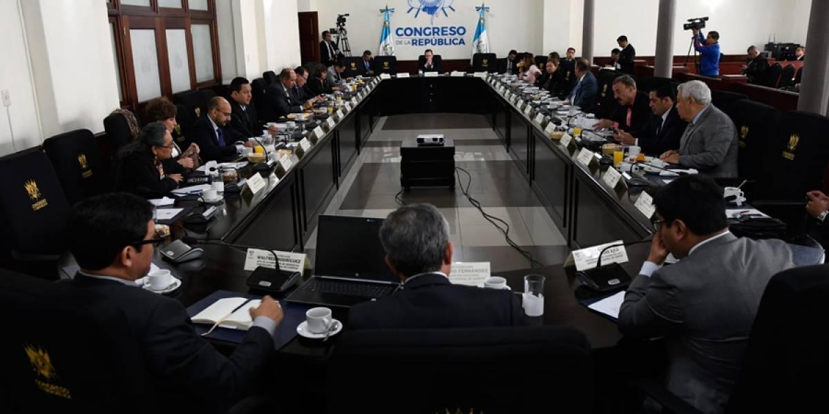 Diputados cuestionan a Contralor por finiquitos de aspirantes a cargos públicos con denuncias