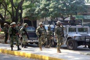 Soldados vigilan calles de Acapulco