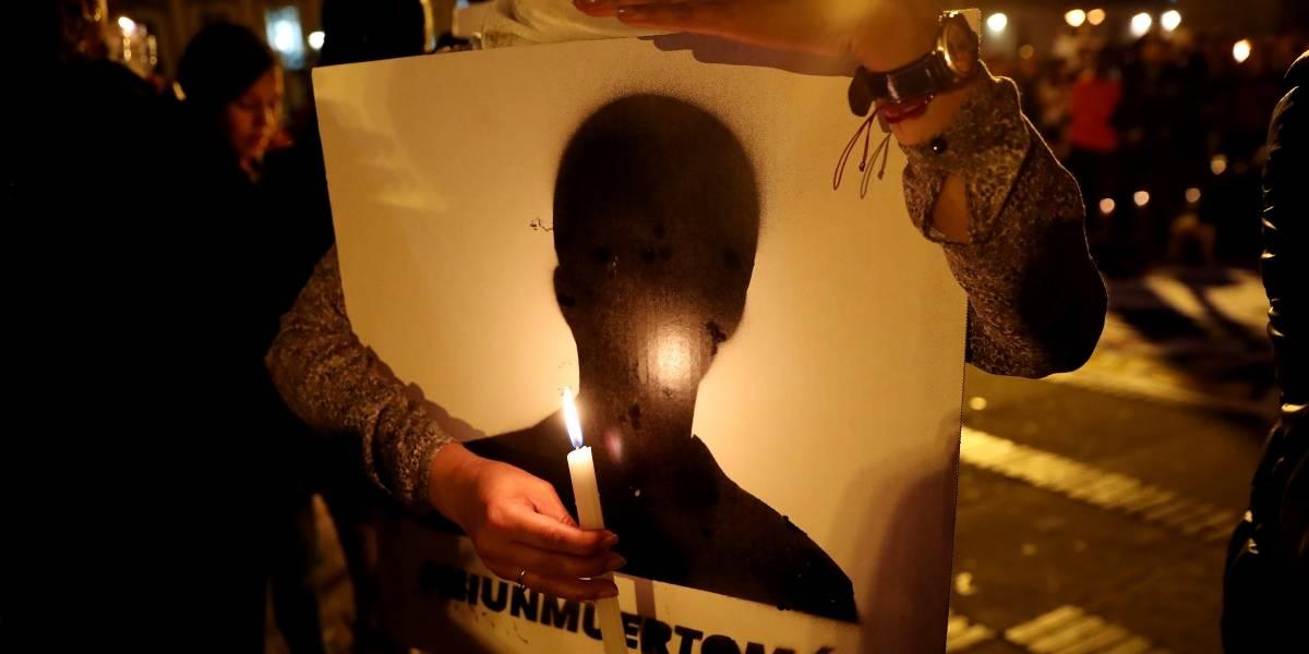 Cientos de personas hacen vigilia por líderes sociales asesinados en el país