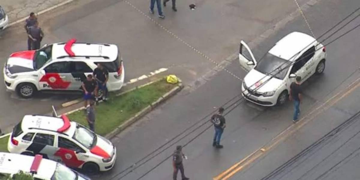 Carro da Prefeitura é baleado na zona leste de São Paulo e uma pessoa morre