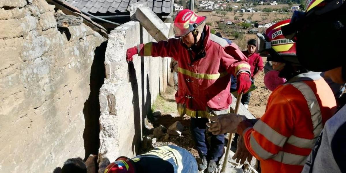 Hombre queda atrapado entre dos paredes en Totonicapán