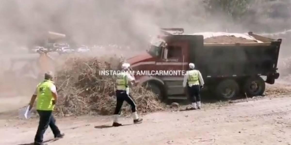 Camión cargado de tierra se queda sin frenos en bulevar Austriaco, pero evita tragedia