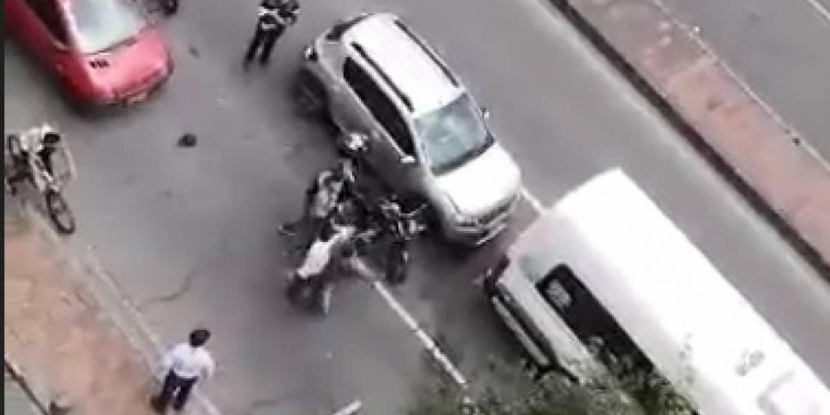 Intolerancia en Bogotá: accidente de tránsito provocó golpiza en plena calle