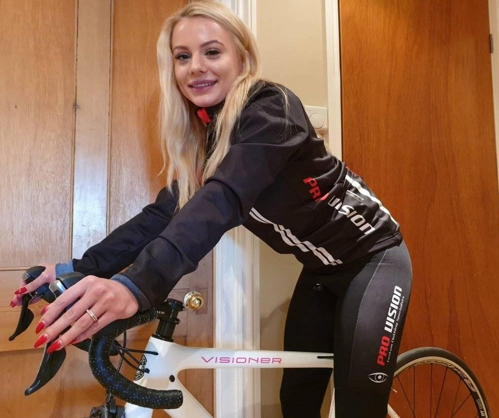 Elizabeth Romanov recientemente se integró al equipo @pornpedallers