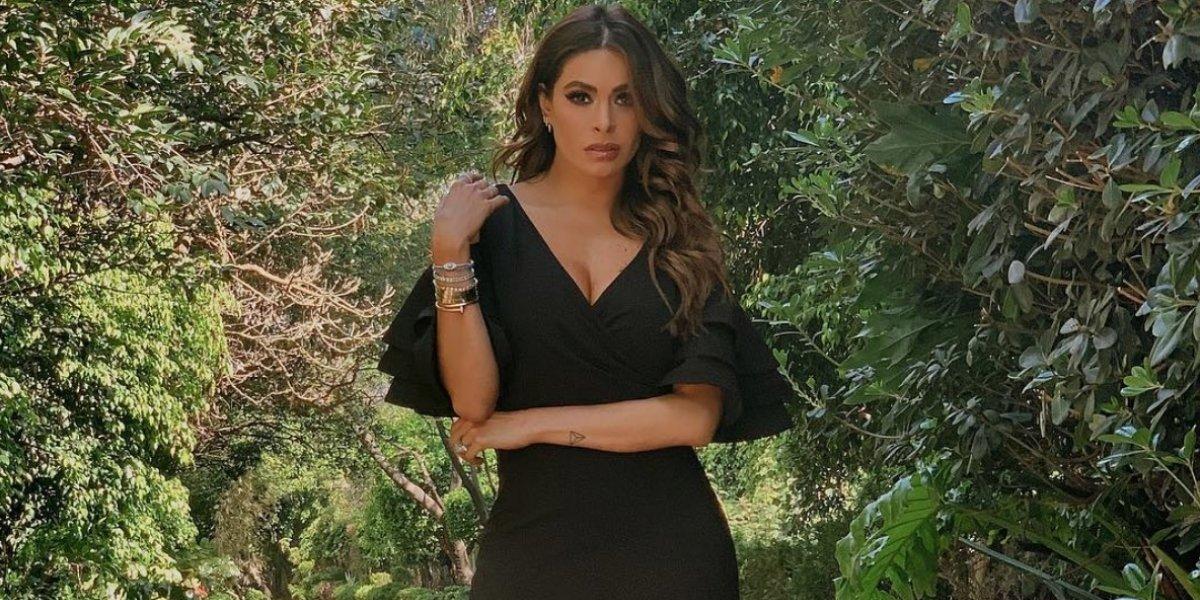 Galilea Montijo cautiva con sexy escote y ajustado traje de baño