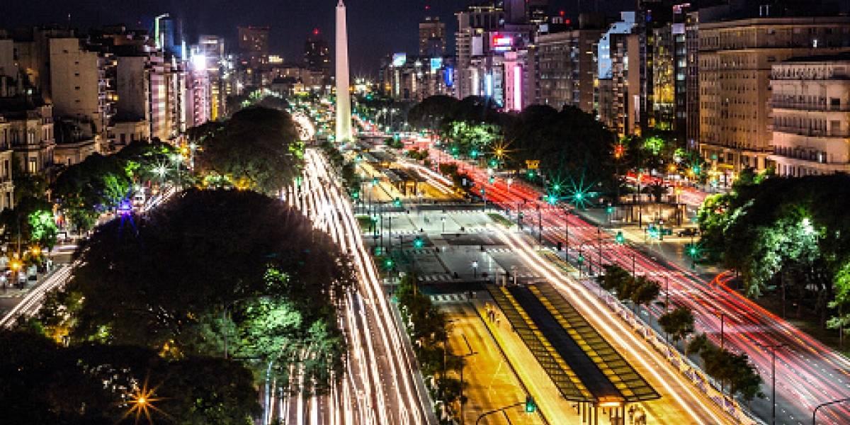 """El duro titular y el oscuro pronóstico de la Revista Forbes por crisis argentina: """"Está a un paso del colapso económico (de nuevo)"""""""