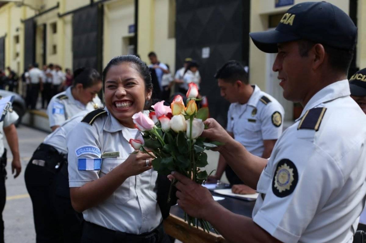 PNC reconoce a agentes mujeres PNC
