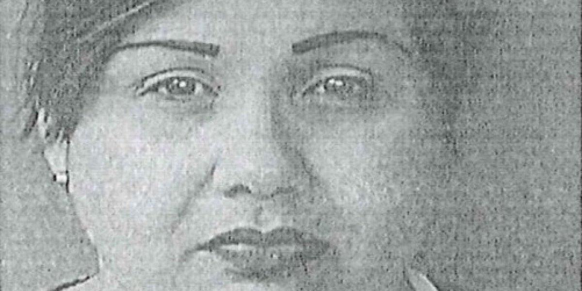 Cargos contra mujer por depositar dos cheques no autorizados