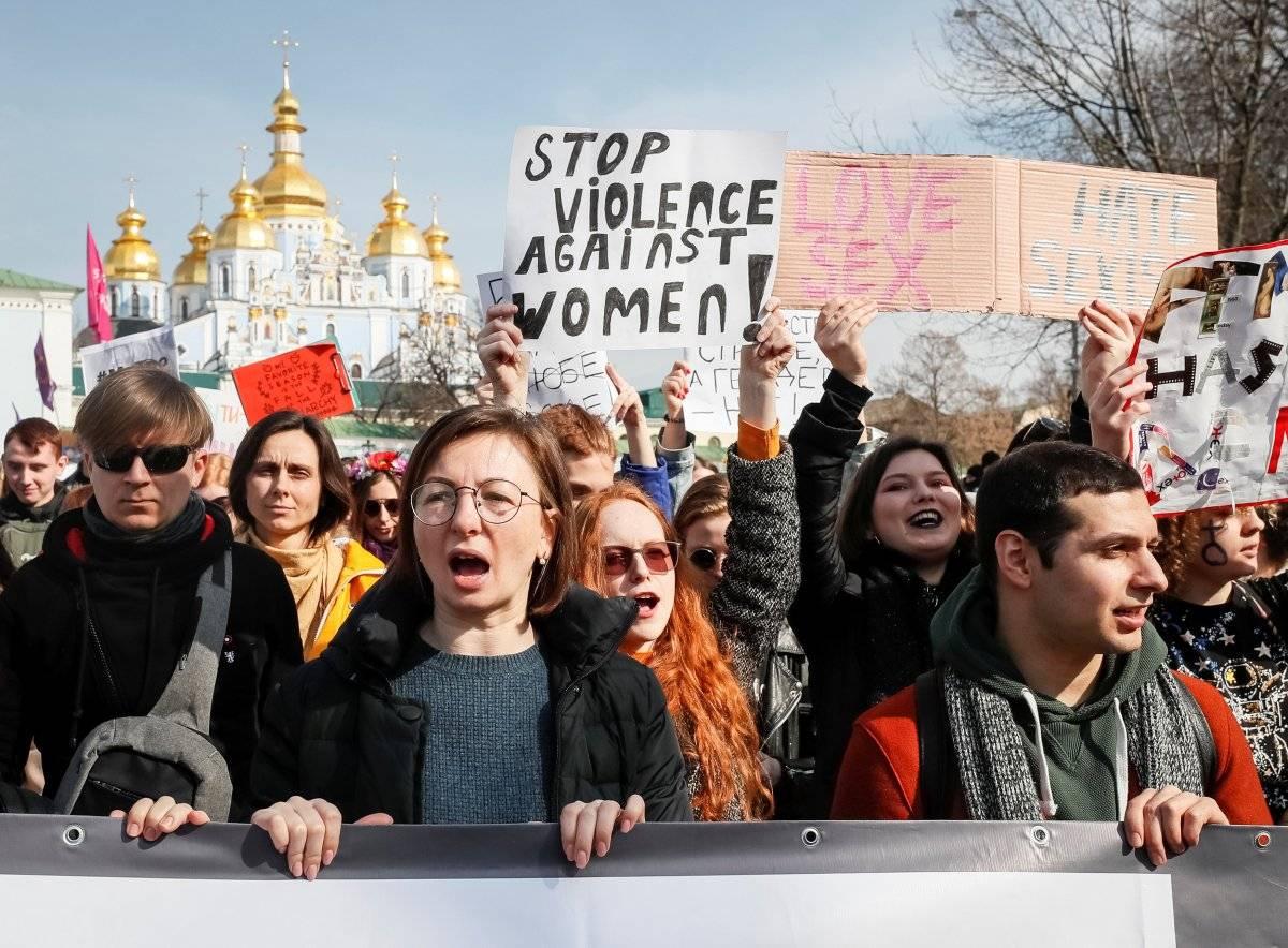 Pessoas pedem pelo fim da violência contra a mulher em Kiev, Ucrânia REUTERS/Gleb Garanich