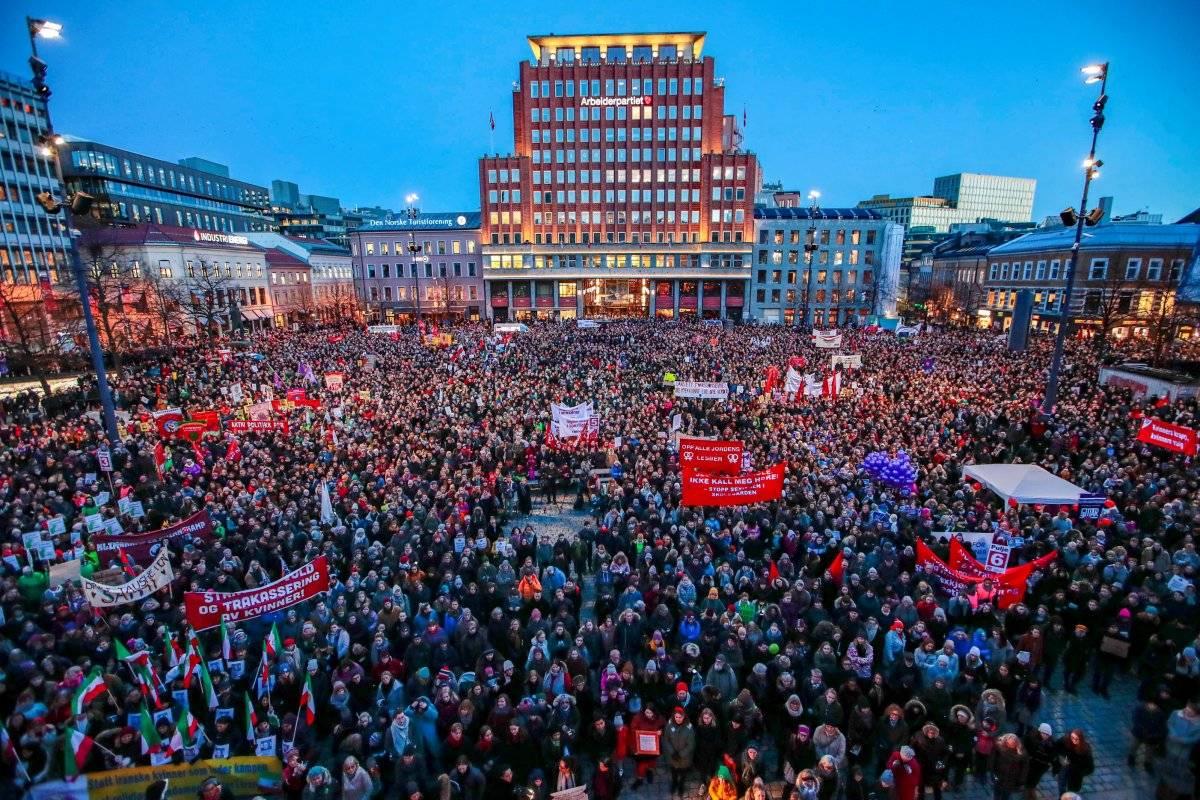 Aglomeração em praça de Oslo, Noruega Scanpix/Hakon Mosvold Larsen via REUTERS