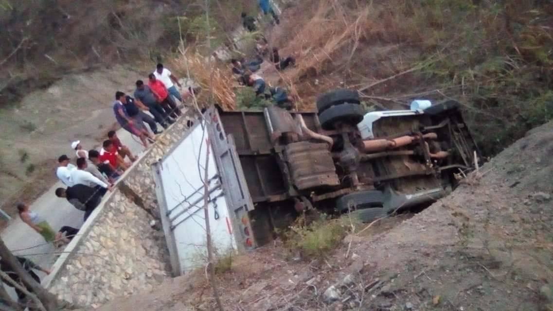 El presidente Jimmy Morales lamentó el accidente en el cual murieron 25 migrantes guatemaltecos en México. Foto: Cortesía