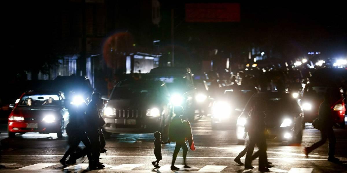 """Gobierno de Maduro: apagón en todo el país es un """"sabotaje cibernético"""""""