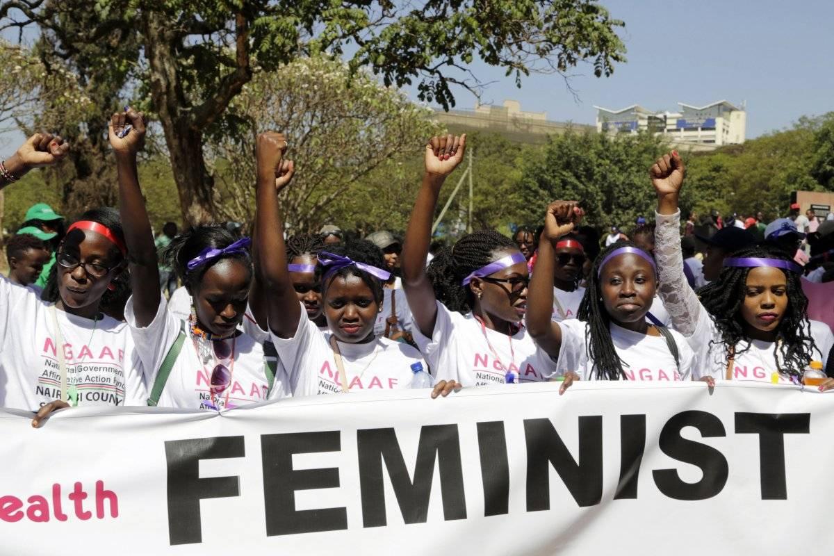 Mujeres participan en una marcha en el Día Internacional de la Mujer en Nairobi, Kenia, el viernes 8 de marzo de 2019. (AP Foto/Khalil Senosi)