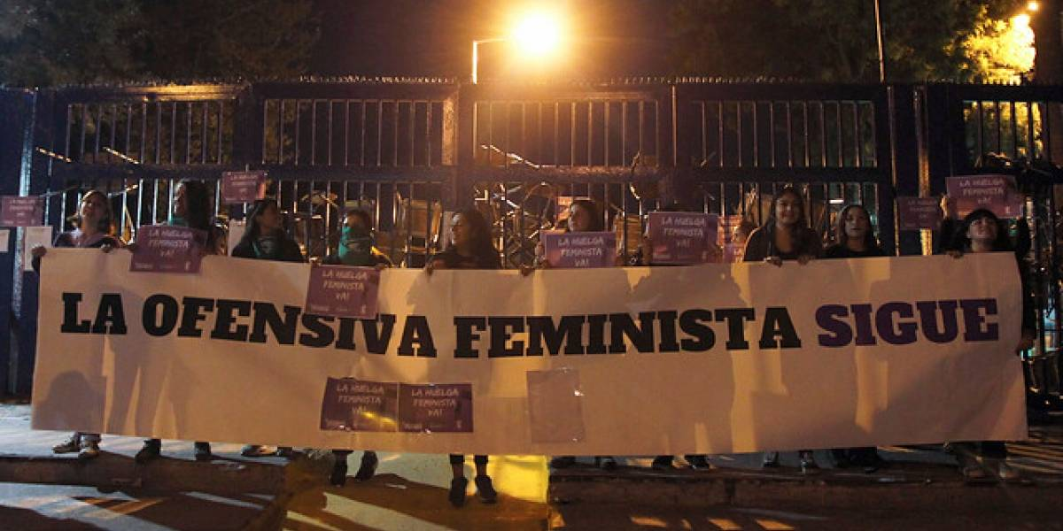 Barricadas y manifestaciones en Santiago en el inicio del 8M marcado por huelga feminista