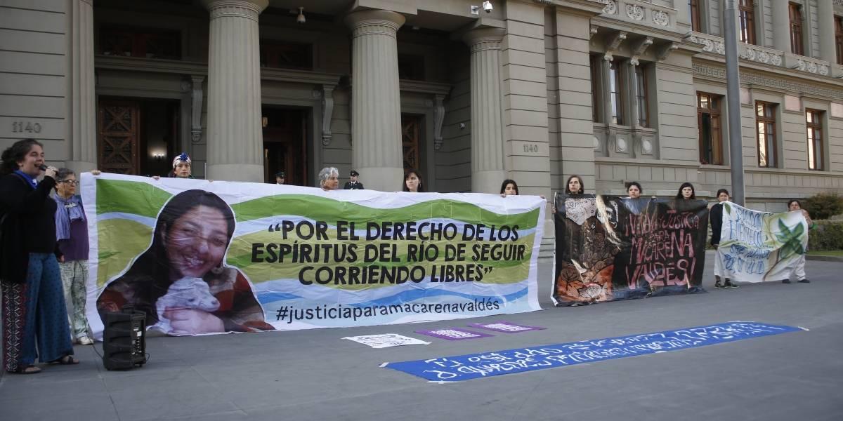 8M: protesta en Palacio de Tribunales por activista medioambiental Macarena Valdés