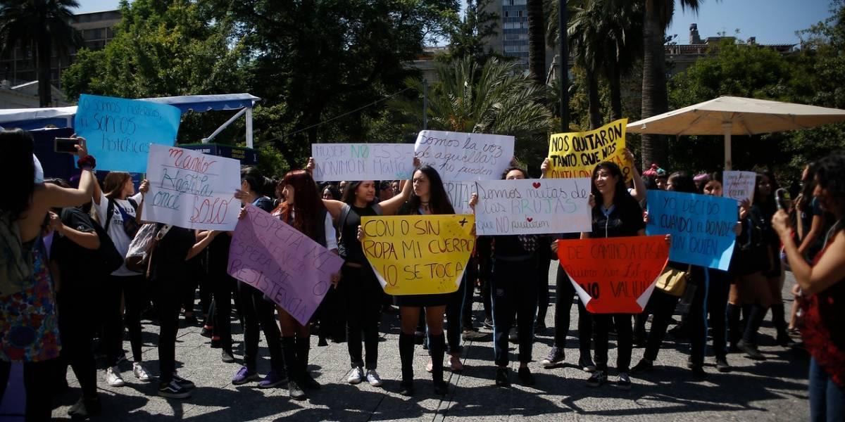 """Los carteles del 8M frente a la Catedral: """"Somos las nietas de las brujas que no pudieron quemar"""""""