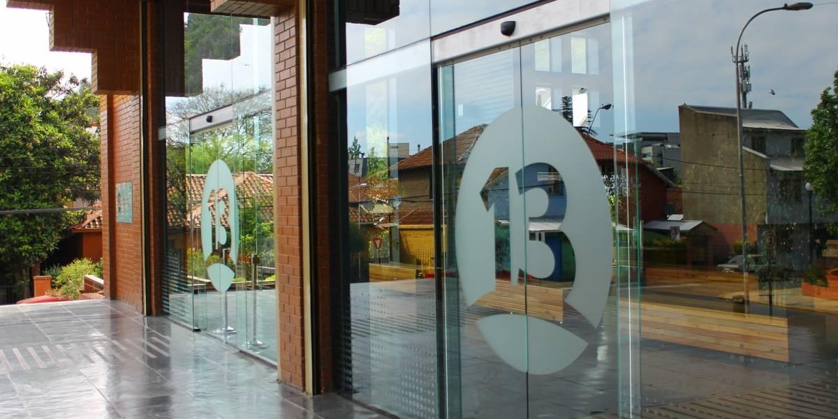 Canal 13 alista grandes cambios internos: mueve sus altas jefaturas y anuncia la salida de dos directores