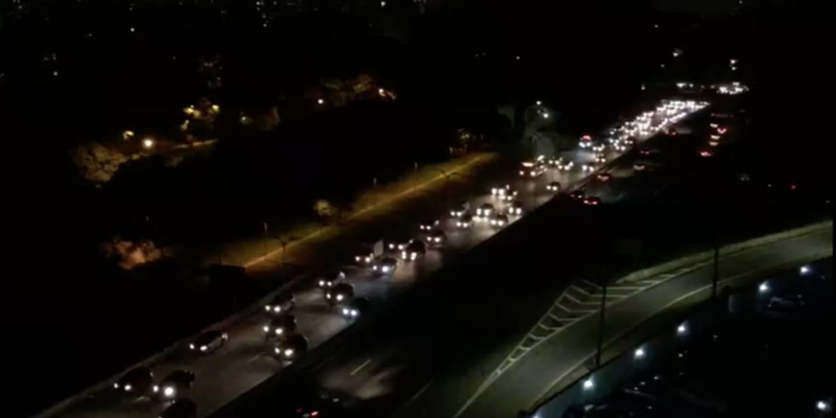 Trecho urbano da rodovia Raposo Tavares está sem iluminação e preocupa motoristas e moradores