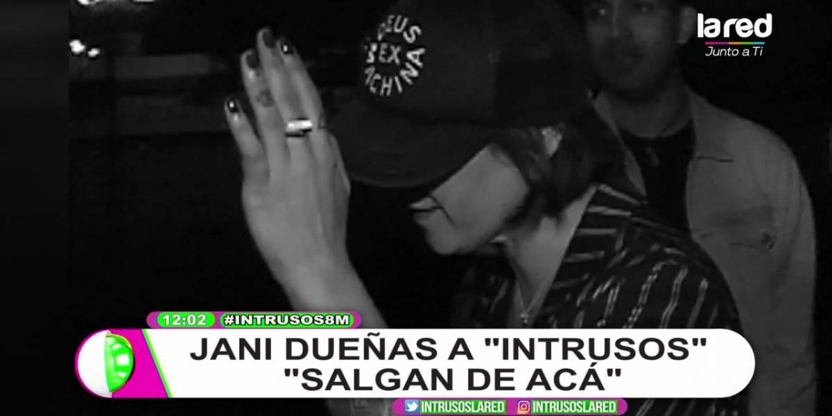 """""""Salgan de acá"""": """"Intrusos"""" acusa empujones por parte del equipo de Jani Dueñas"""