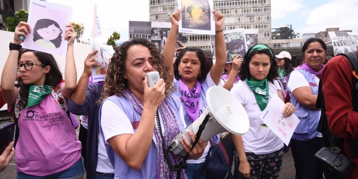Conmemoran el Día Internacional de la Mujer y marchan por el Centro Histórico