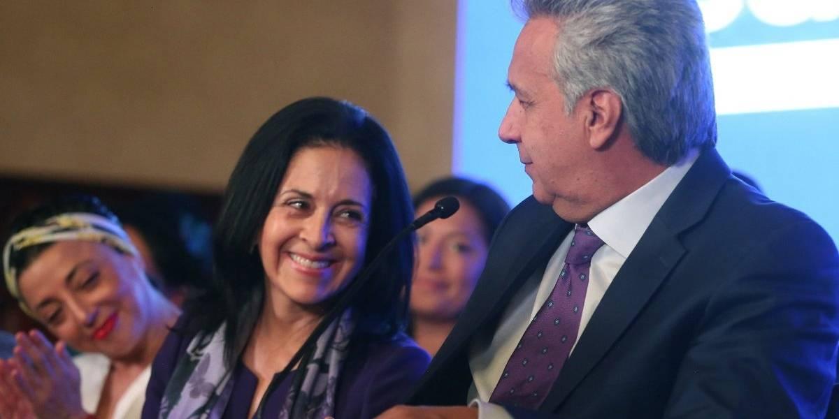 Lenín Moreno firmó decreto que otorgará bonos a niños que quedaron huérfanos por femicidio