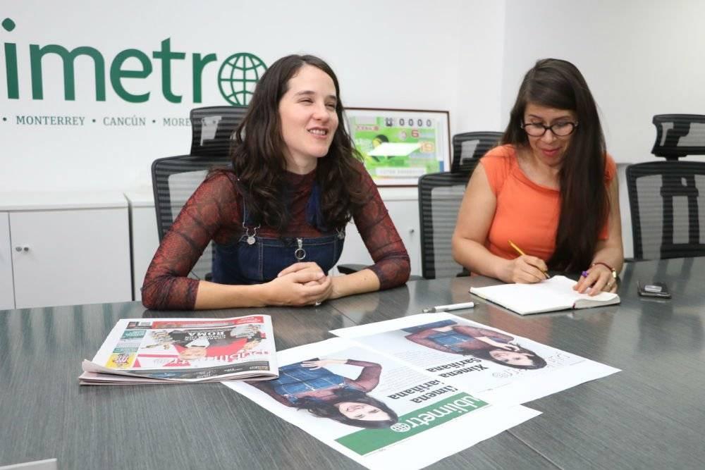 Ximena Sariñana durante la junta editorial con el equipo de Publimetro Foto: Nicolás Corte