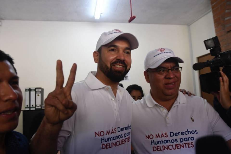 Amílcar Rivera y Erico Can son el binomio de Victoria. Acudieron al TSE. Foto: Omar Solís