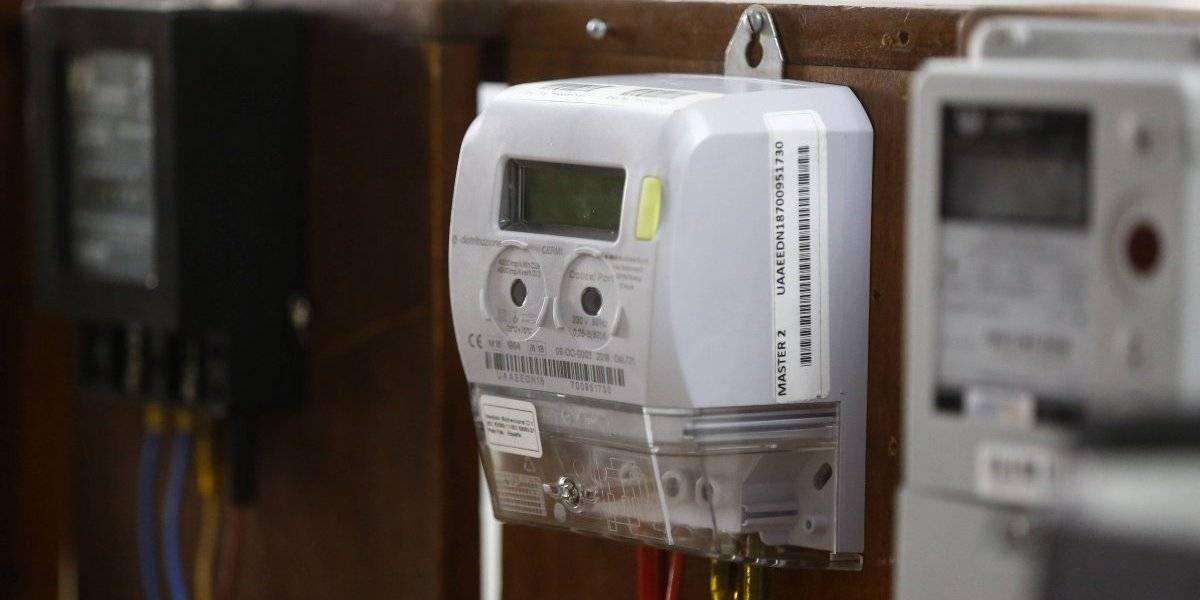 Lavar por la noche y abrir el refrigerador lo justo: advierten que factura de luz con medidores inteligentes no implicará un ahorro si no se cambian hábitos
