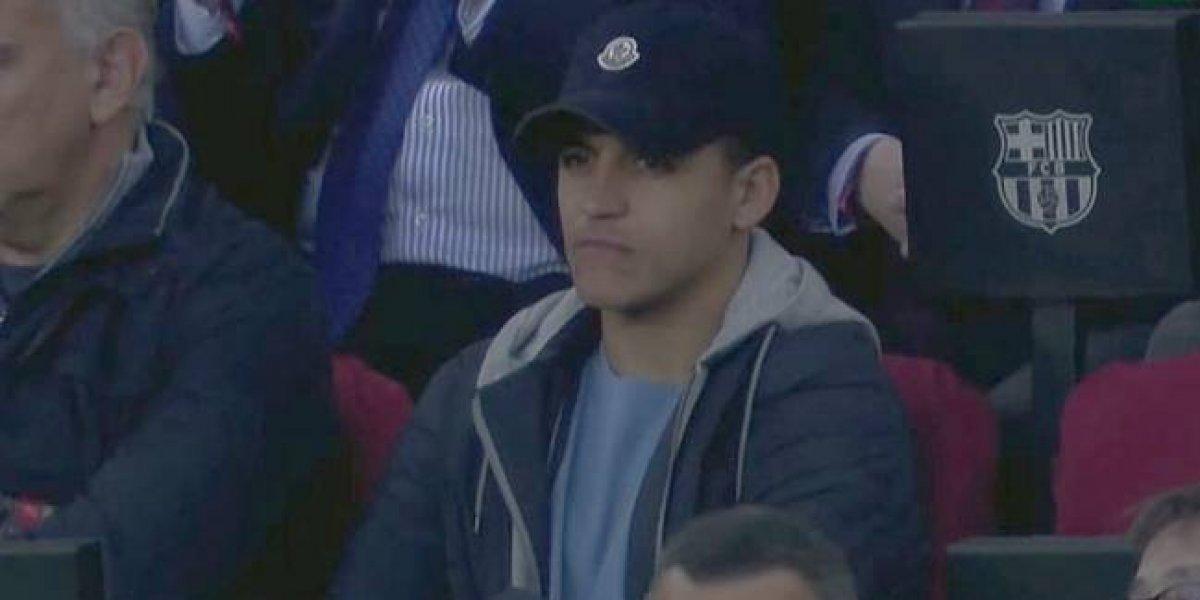 Alexis se dio el gusto de ver en directo uno de los mejores partidos de Vidal por el Barça