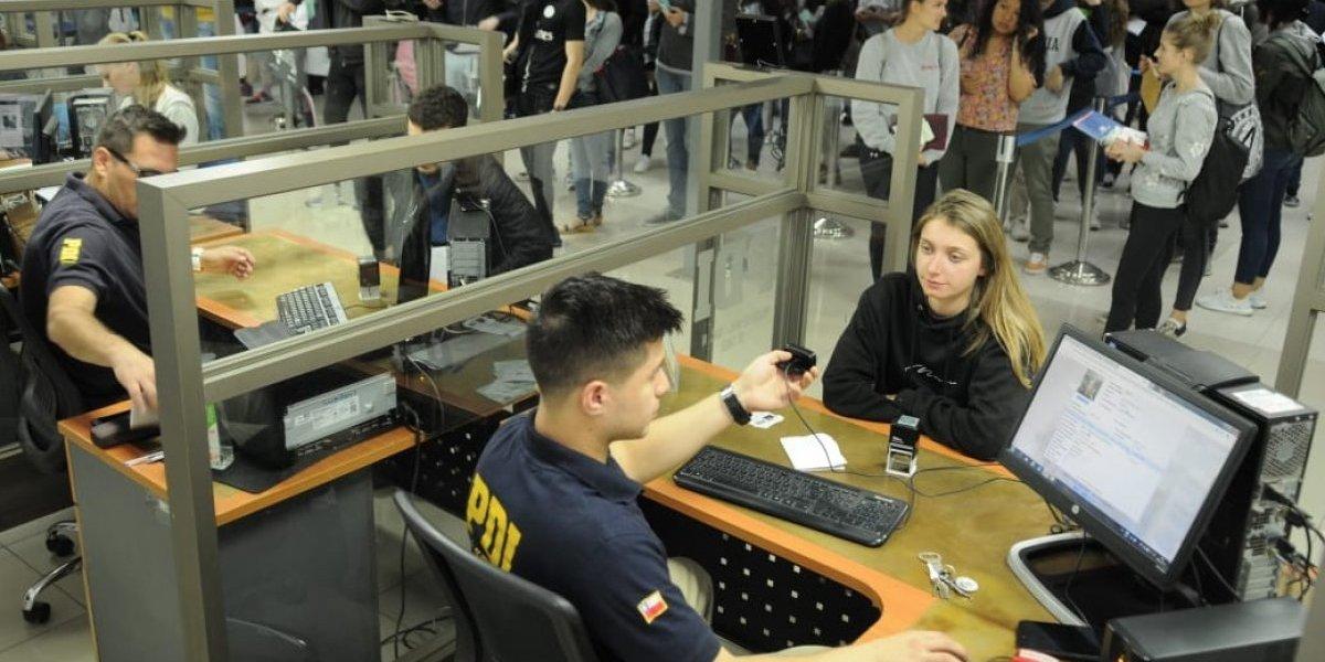 Estudiantes extranjeros tramitaron registros de visa y cédulas de identidad en oficinas de la PDI
