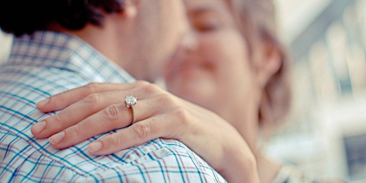 Pareja termina en la cárcel por polémica propuesta de matrimonio