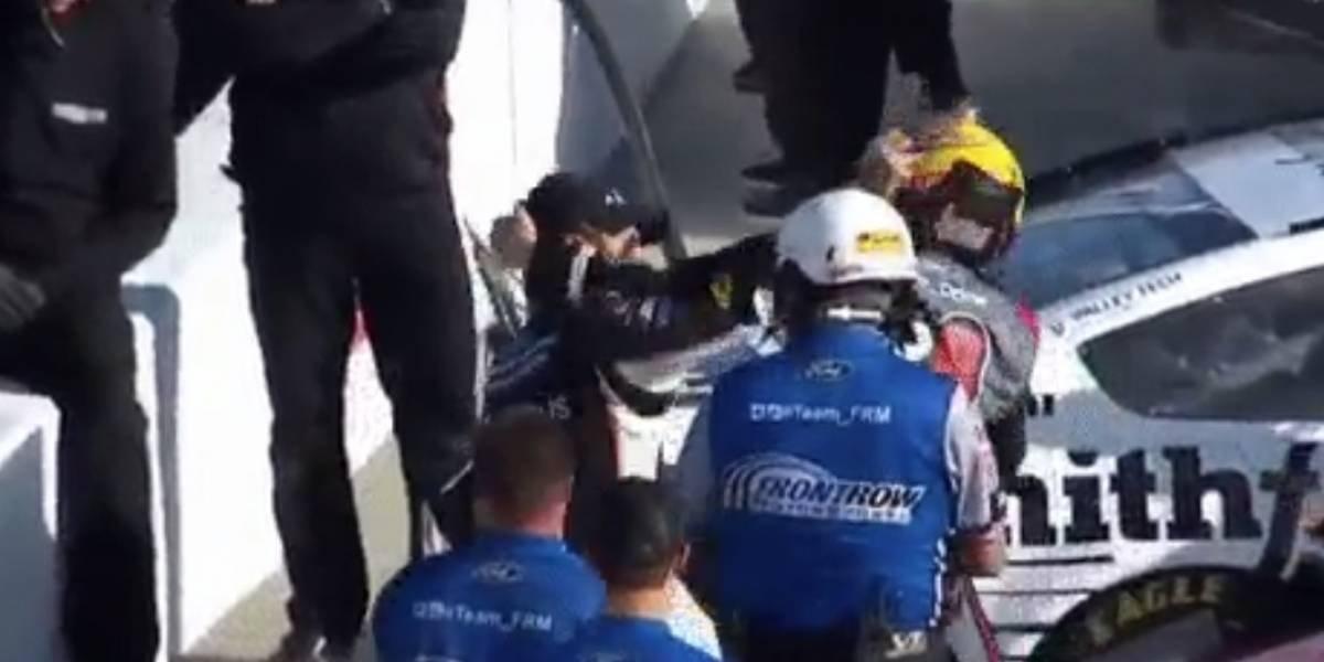 VIDEO. Pilotos de la NASCAR se van a los golpes durante carrera
