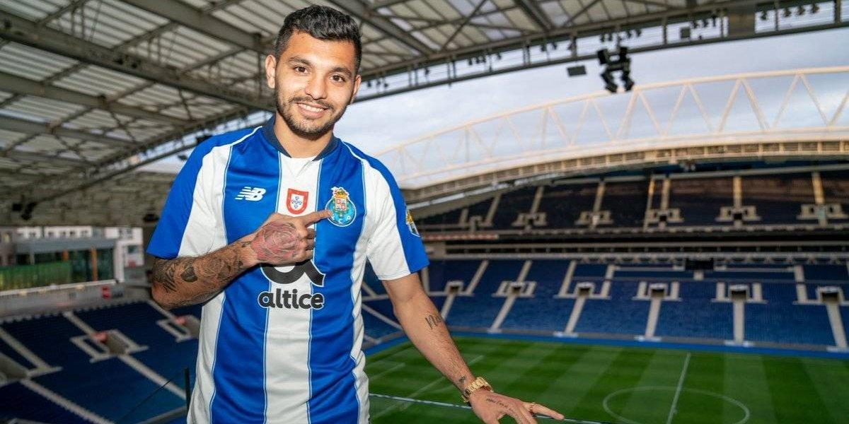 Tecatito' Corona renueva contrato con el Porto