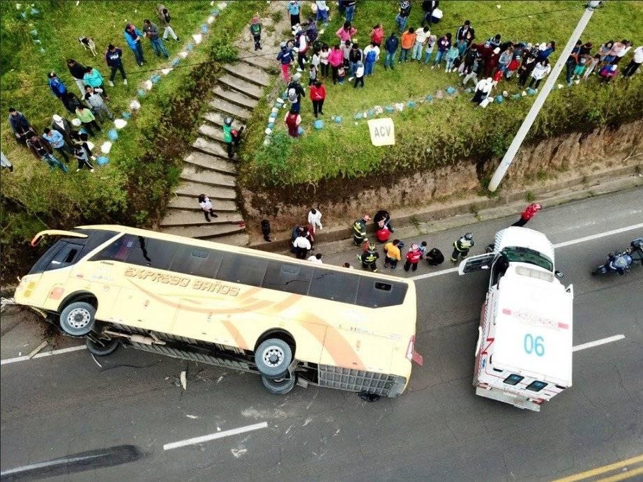 Bus de pasajeros se accidentó en Av. Pedro Vicente Maldonado