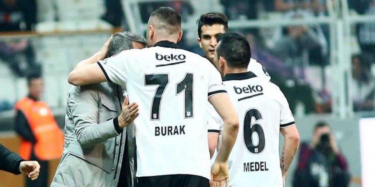 El Besiktas de Medel gana en el último suspiro y se mantiene en la lucha por clasificar a la Champions