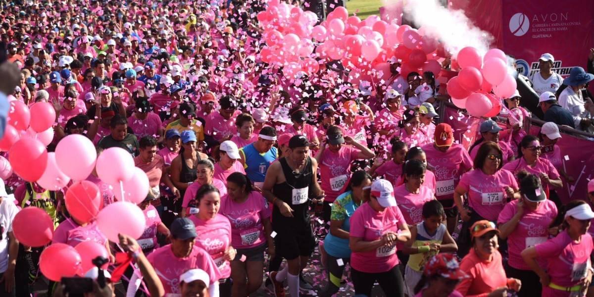 Calles de la capital se pintan de rosa con el paso de la Carrera Avon