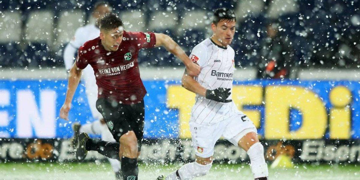 La nieve jugó a favor del Leverkusen de Aránguiz en el triunfo sobre el Hannover de Albornoz