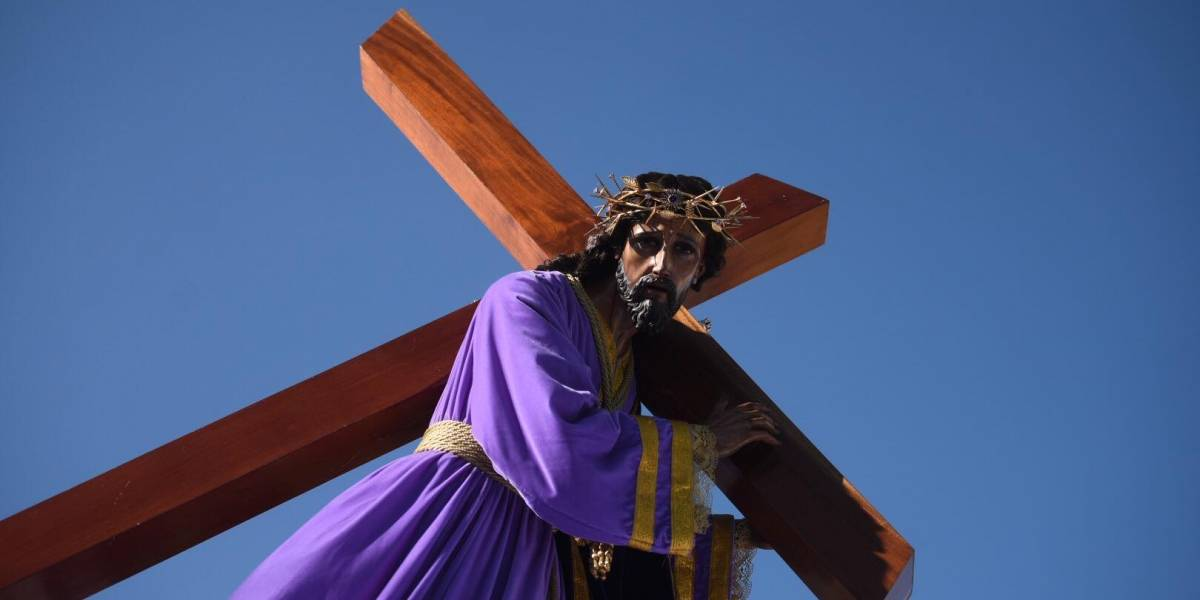 EN IMÁGENES. Salen al paso del nazareno recoleto en el Centro Histórico