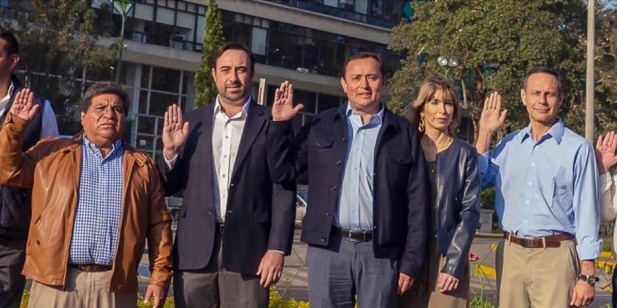 Roberto González es juramentado como candidato a alcalde en la Municipalidad