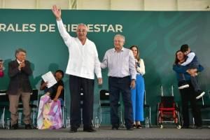 AMLO entrega apoyos en Puebla