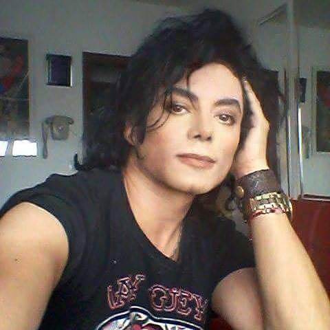 """Se burlan de un hombre en redes sociales al llamarlo """"El Ayuwoki"""" por su gran parecido a Michael Jackson"""