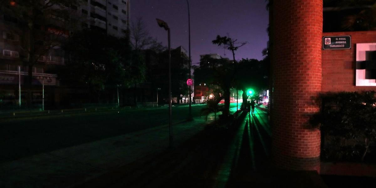 Gobierno de Maduro niega muertes en hospitales por el apagón de más de 70 horas