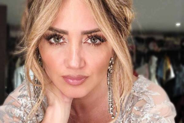 Premios Tvynovelas 2019 Andrea Legarreta Impacta Con Look