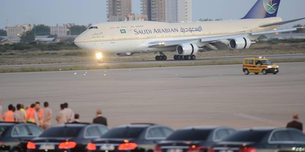Avión protagoniza aterrizaje de emergencia tras singular problema: mujer olvidó a su bebé en el aeropuerto